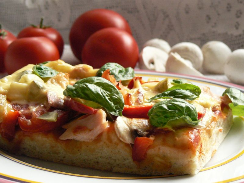 Pizza z ogórkiem na ostro
