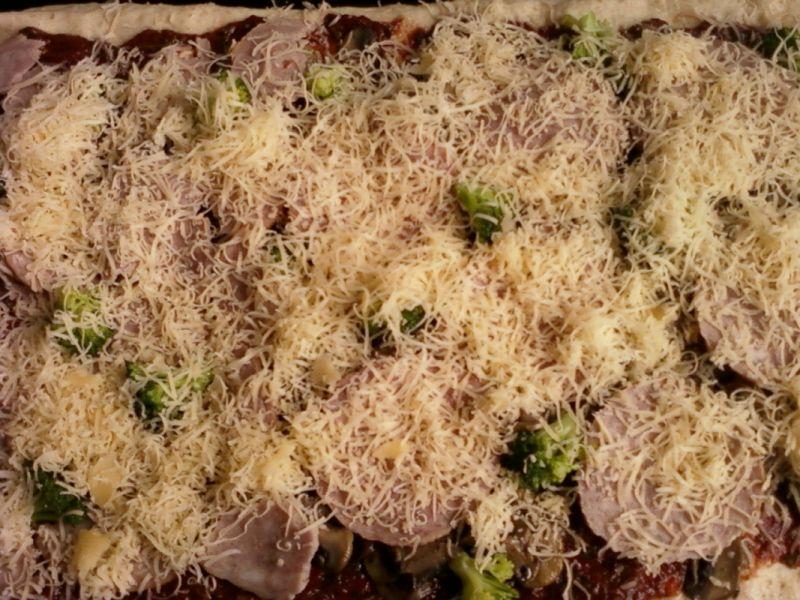 Pizza z pełnego przemiału z brokułem