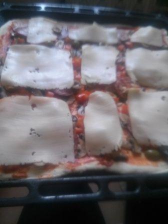 Pizza z salami-2 blachy