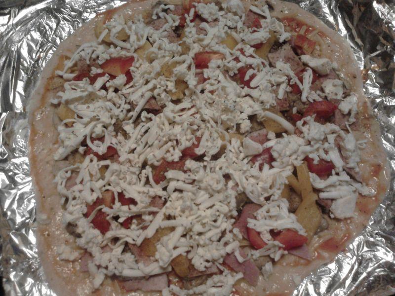 Pizza z szynką i fetą