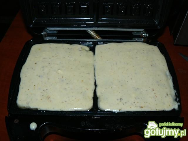 Pizzowe gofry z pieczonym kurczakiem