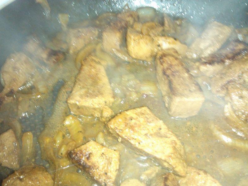 Podsmażana z cebulą wątróbka wieprzowa
