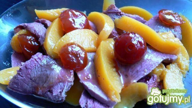 Polędwica z dzika z owocami w galarecie