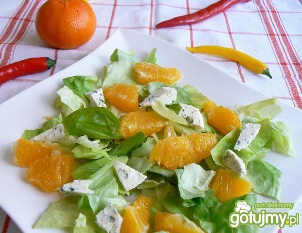 Pomarańczowa sałatka z serem lazur