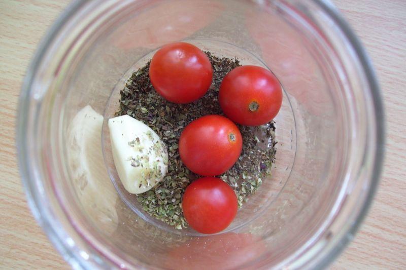 Pomidorki koktajlowe w zalewie ziołowej