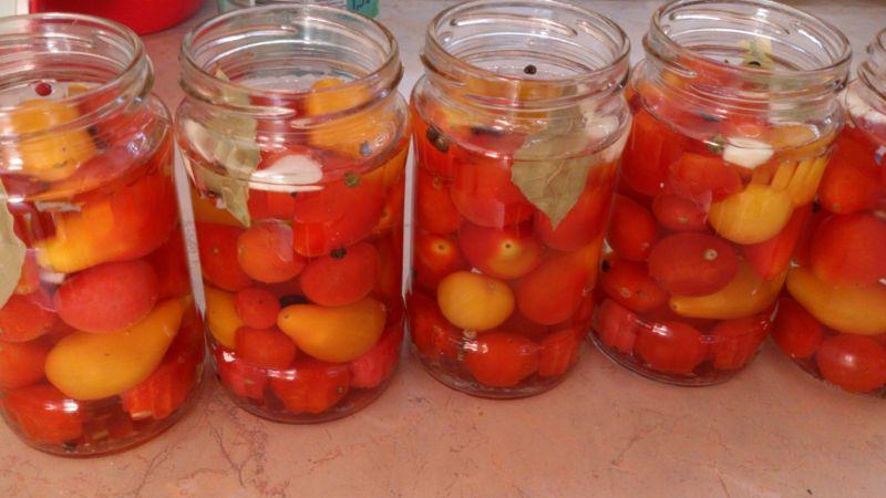 Pomidorki koktajlowe z czosnkiem