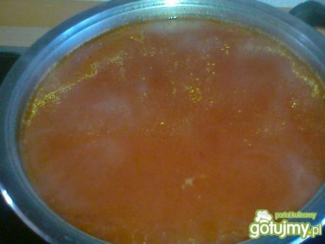 Pomidorowa na kości z nutą ziół i czosnk