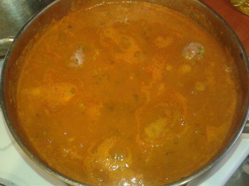 Pomidorowy krem z klopsikami