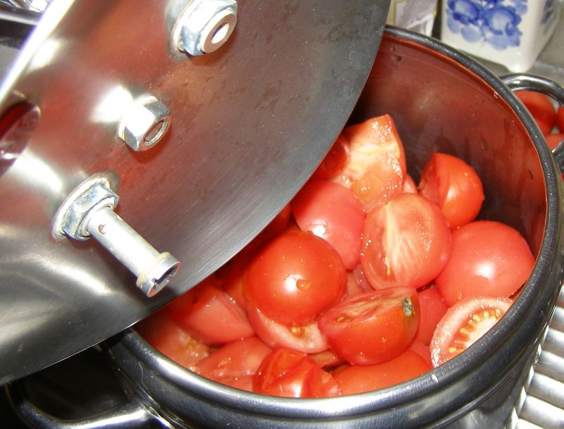 Pomidorowy sok na zimę z szybkowara.