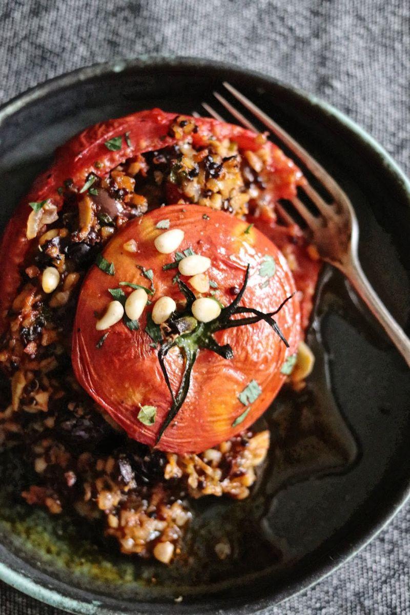 Pomidory faszerowane kaszą bulgur