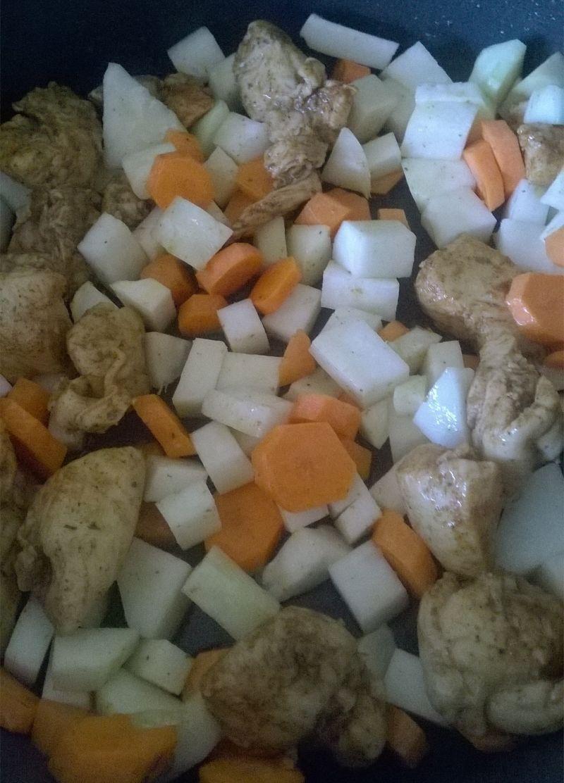 Potrawka drobiowa z kalarepką i marchewką