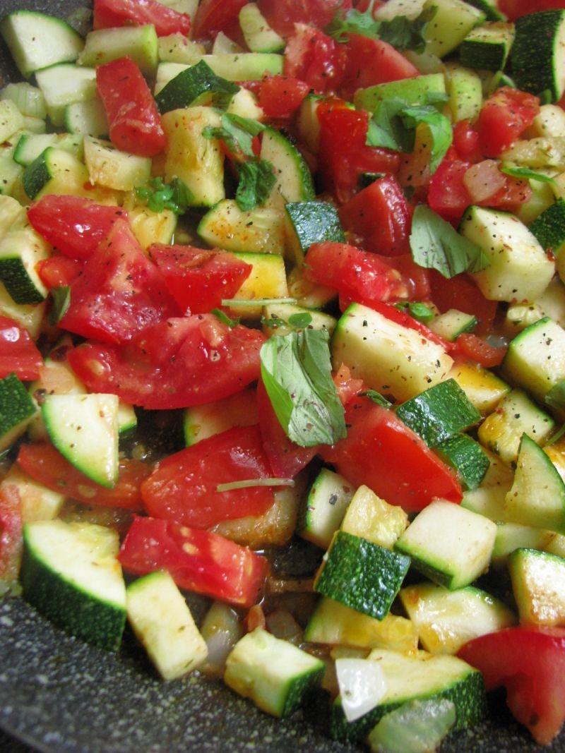 Potrawka z cukinii i świeżych pomidorów