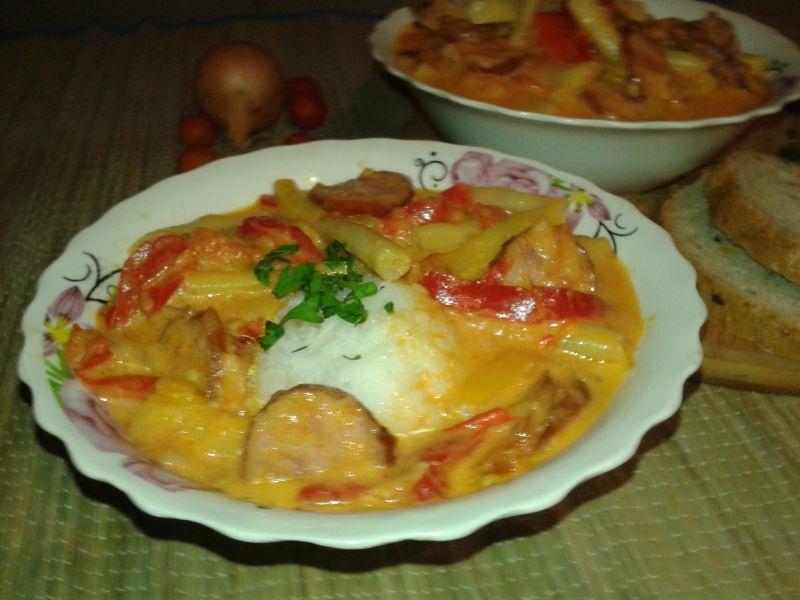 Potrawka z fasoli szparagowej z kiełbasą