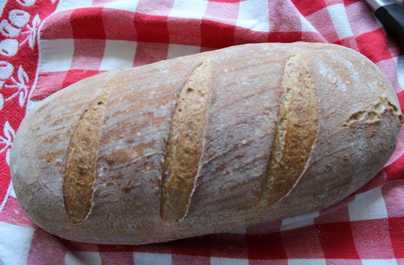 Prosty chleb z pieczoną dynią na zakwasie