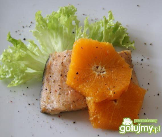 Pstrąg z mandarynkami i pieprzem