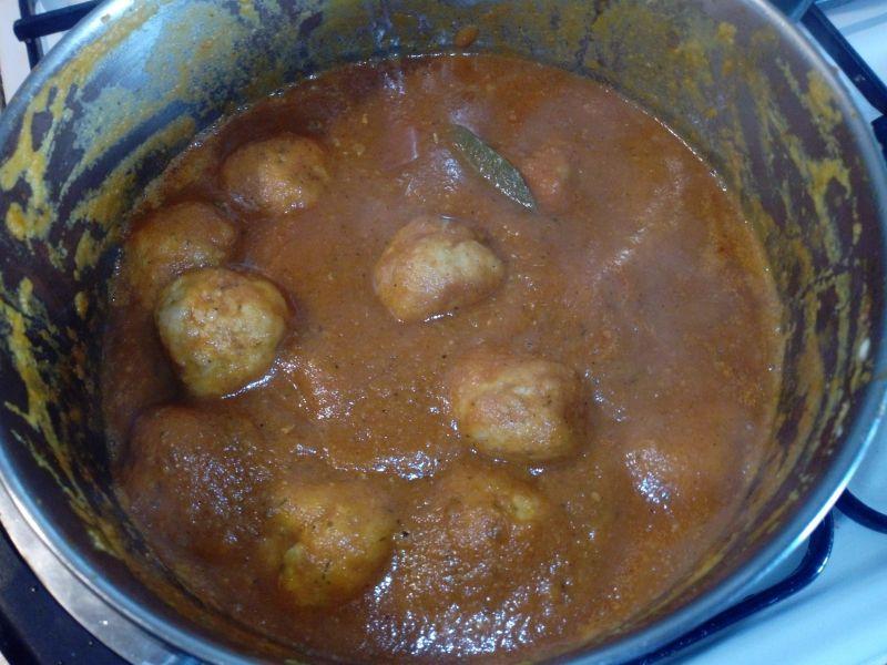 Pulpety ze schabu w sosie pomidorowo - śmietanowym