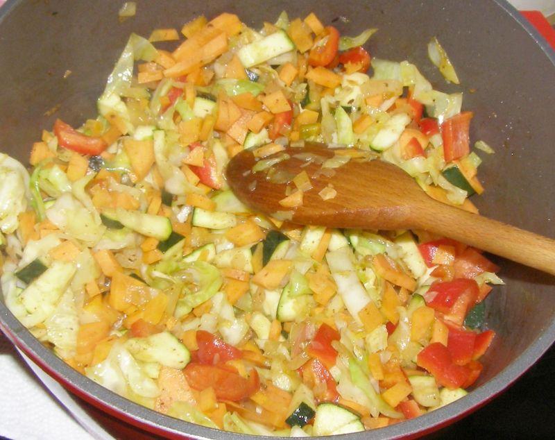 Pyszna sałatka warzywno- drobiowo-ryżowa