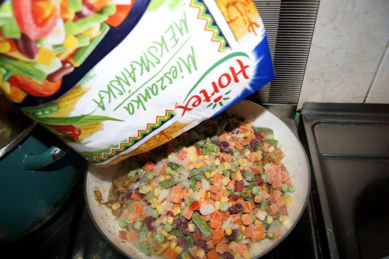 Quesadilla  z indykiem i warzywami