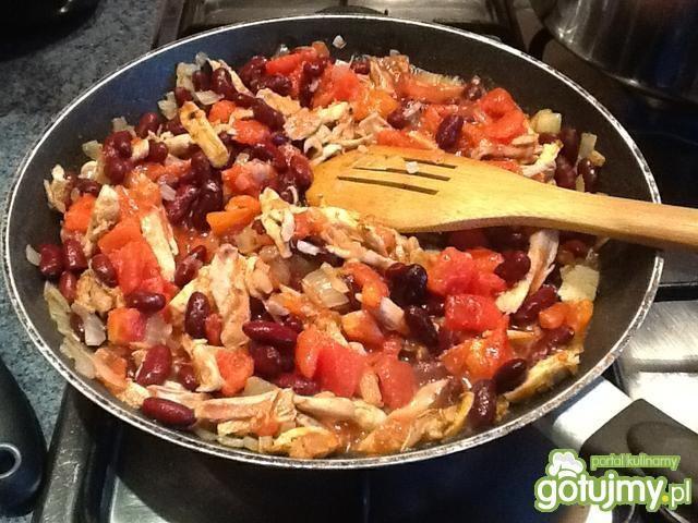 Quesadilla z kurczakiem i czerwoną fasol