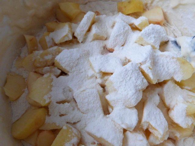 Racuchy z jabłkami i skórką pomarańczową