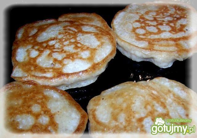 Racuchy zapiekane z serem i pieczenią.
