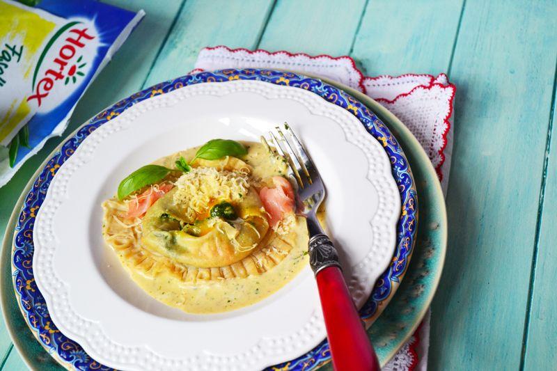 Ravioli szpinakowe z łososiem i płynnym żółtkiem