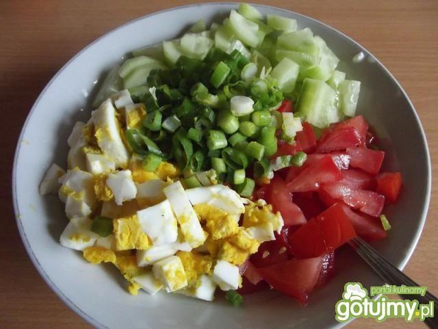Resztkowa sałatka śniadaniowa