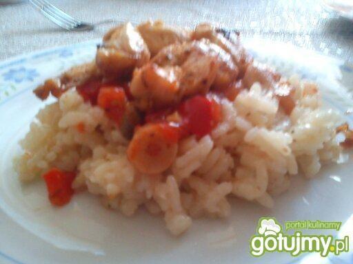 Risotto curry z kurczakiem i warzywami.