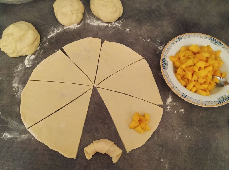 Rogaliki drożdżowe z mango