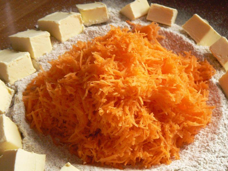 Rogaliki marchewkowe z powidłami