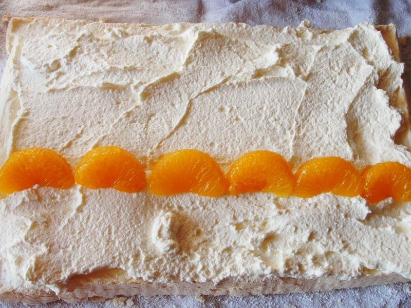 Rolada bezowa z mandarynkami