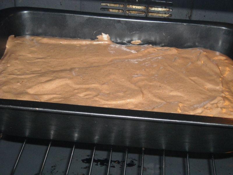 Rolada czekoladowa z bita śmietana
