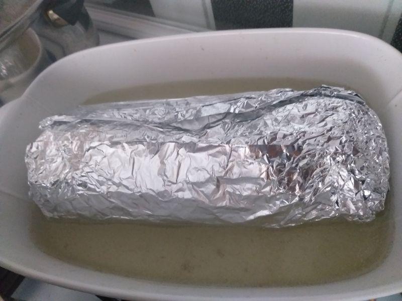 Rolada gołąbkowa z mięsem, kaszą i dodatkami