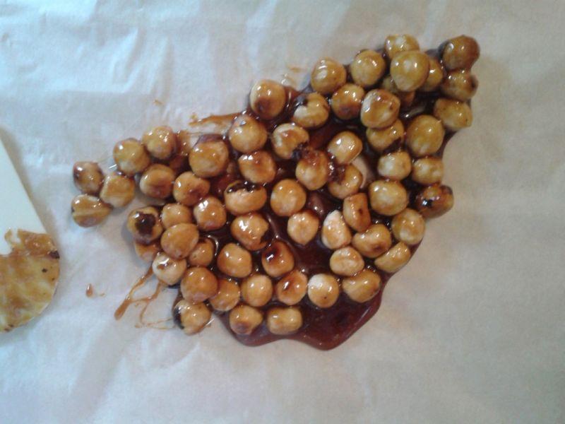 Rolada kakaowa z orzechową pralinką