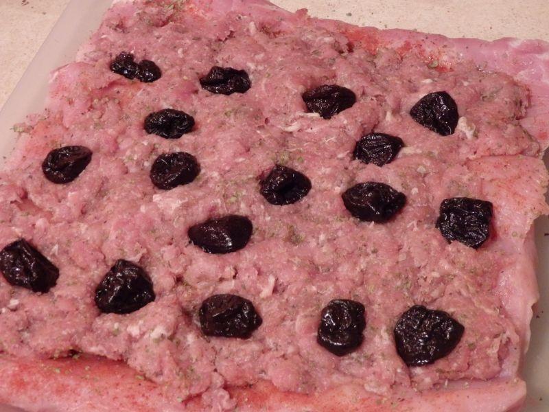Rolada schabowa z mięsem mielonym i śliwkami