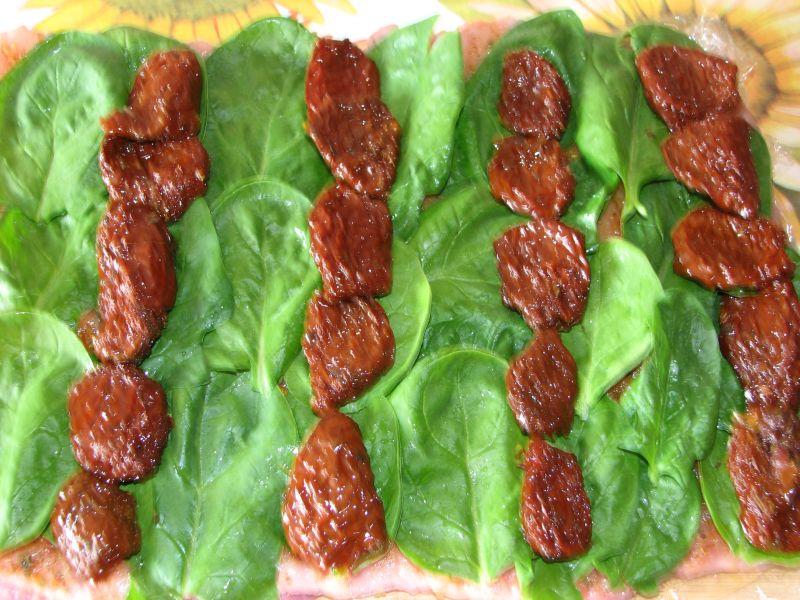 Rolada schabowa ze szpinakiem i suszonymi pomido
