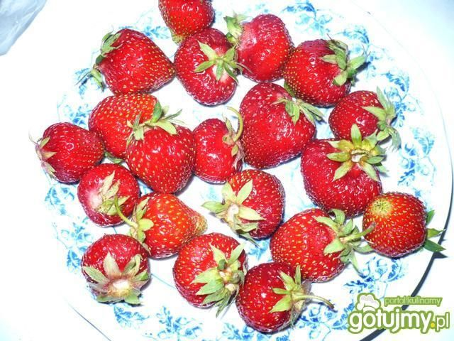 Rolada śmietankowo-truskawkowa