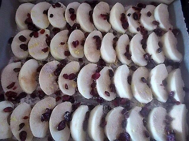 Rolada z jabłkami i żurawiną