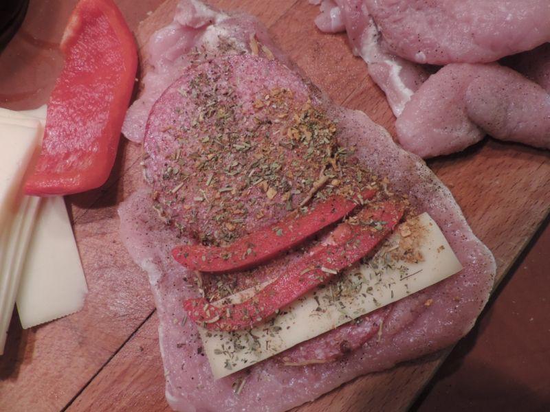 Roladki schabowe z salami