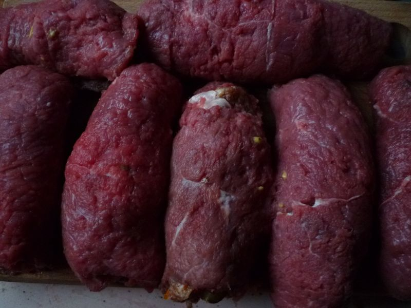 Roladki wołowe z warzywami i mielonym mięsem