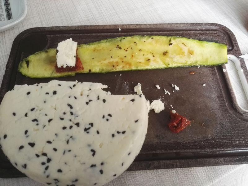Roladki z cukinii z serem korycińskim