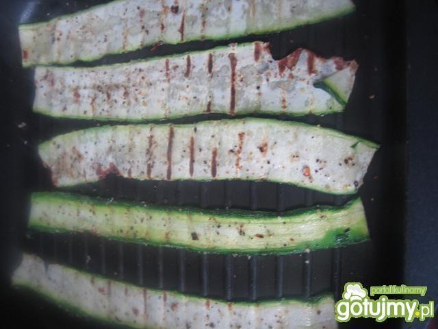 Roladki z grillowanej cukinii