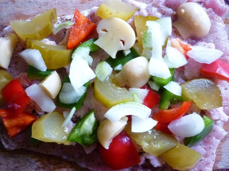Roladki z warzywami i białą kiełbasą