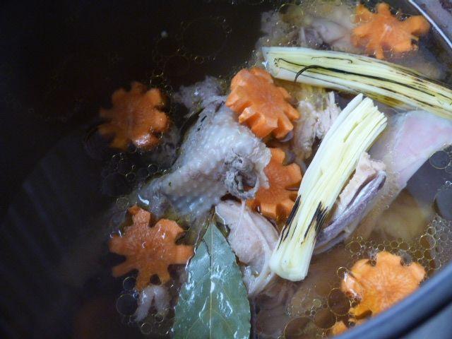 Rosół wołowo-drobiowy z makaronem ryżowym