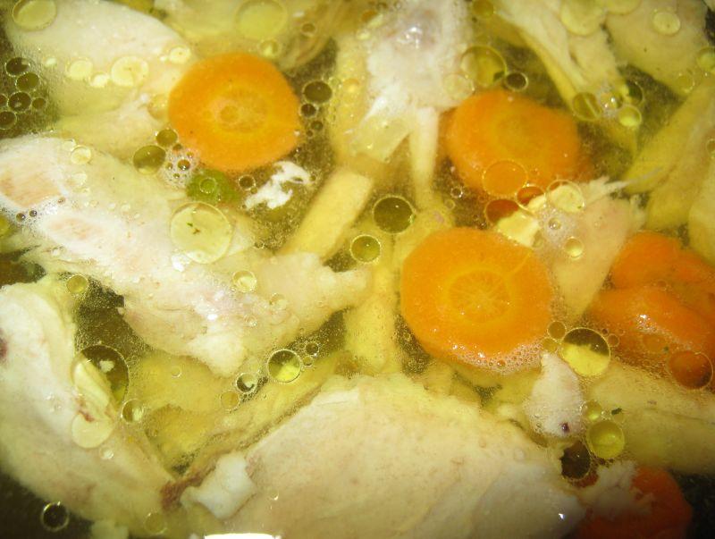 Rosołowa zupa z naleśnikowym makaronem
