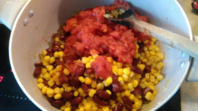 Rozgrzewająca zupa meksykańska z  kurczakiem