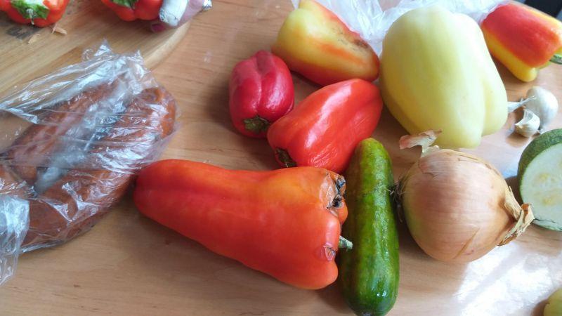Rożki z warzywami i kiełbasą