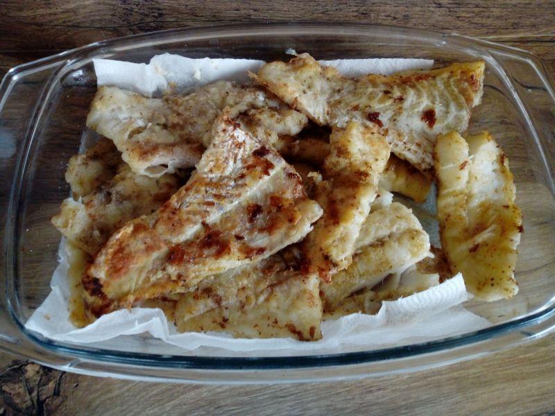 Ryba po grecku z kukurydzą i czerwoną fasolą