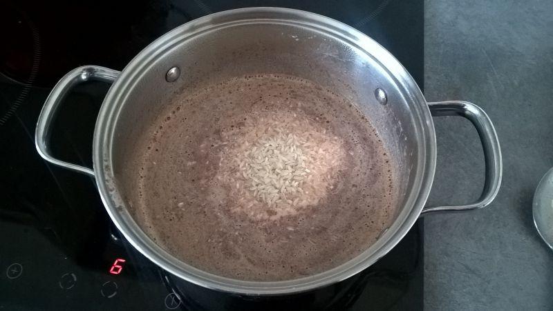 Ryż na mleku z jabłkami, cynamonem i migdałami