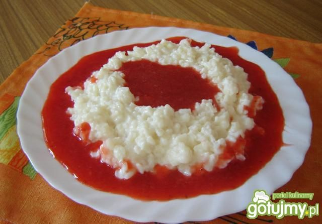 Ryż na słodko z musem truskawkowym
